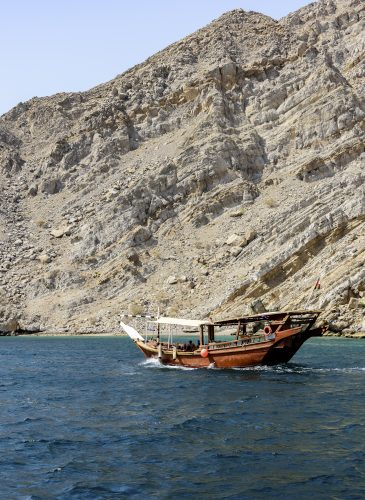 Traditional Arabic Dhows with tourists in the wild fjord of Musandam, Sultanate of Oman 🇴🇲